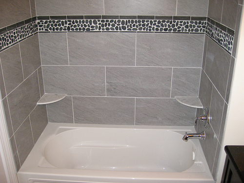 Borders Bath Tropical Credited 500x375