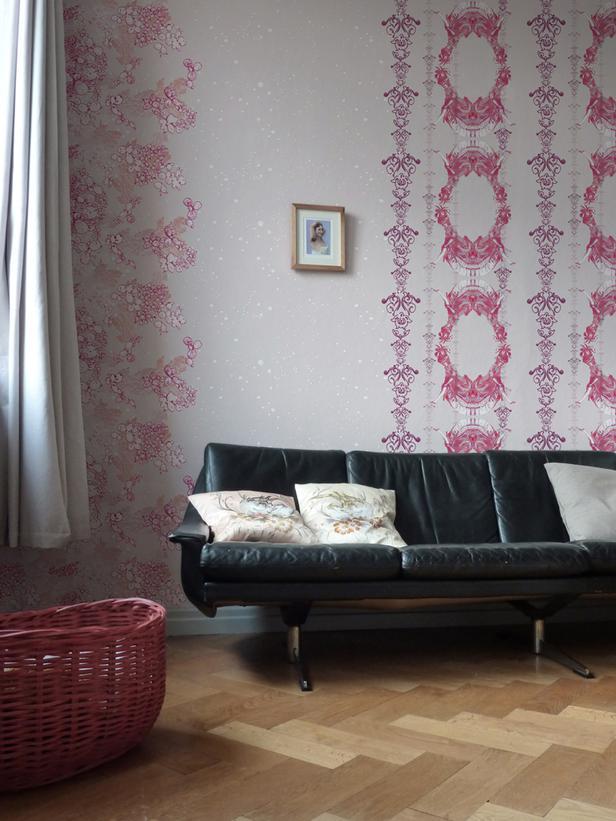 hgtvcomwalls doors and floors20 vintage wallpaper ideaspictures 616x821