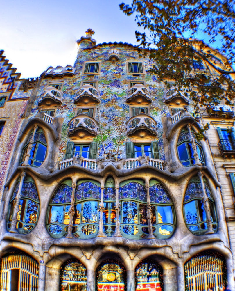 Casa Batll Antoni Gaudi Barcelona Spain   ART FOR YOUR WALLPAPER 809x1000
