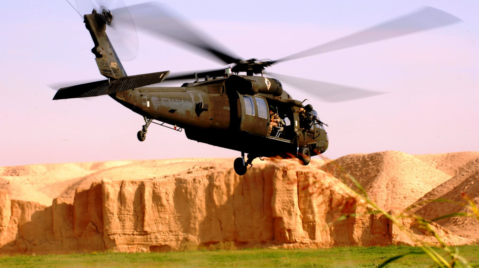 helicopter UH 60 Black Hawk 8127641 aircraft wallpaperjpg 1600x896