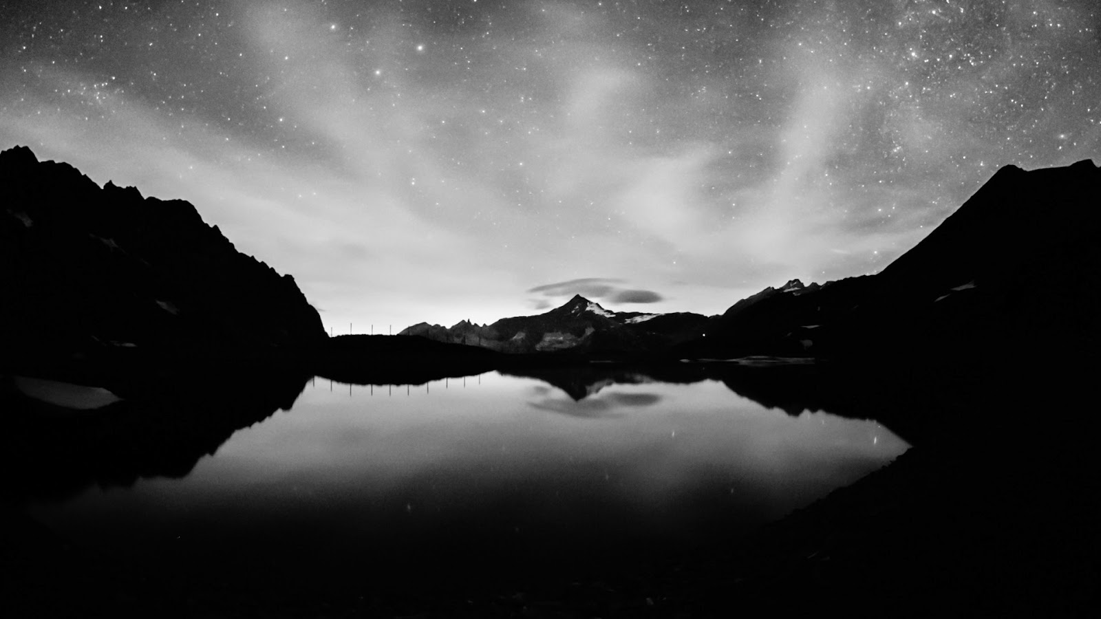 Black And White Desktop Wallpaper 1600x900