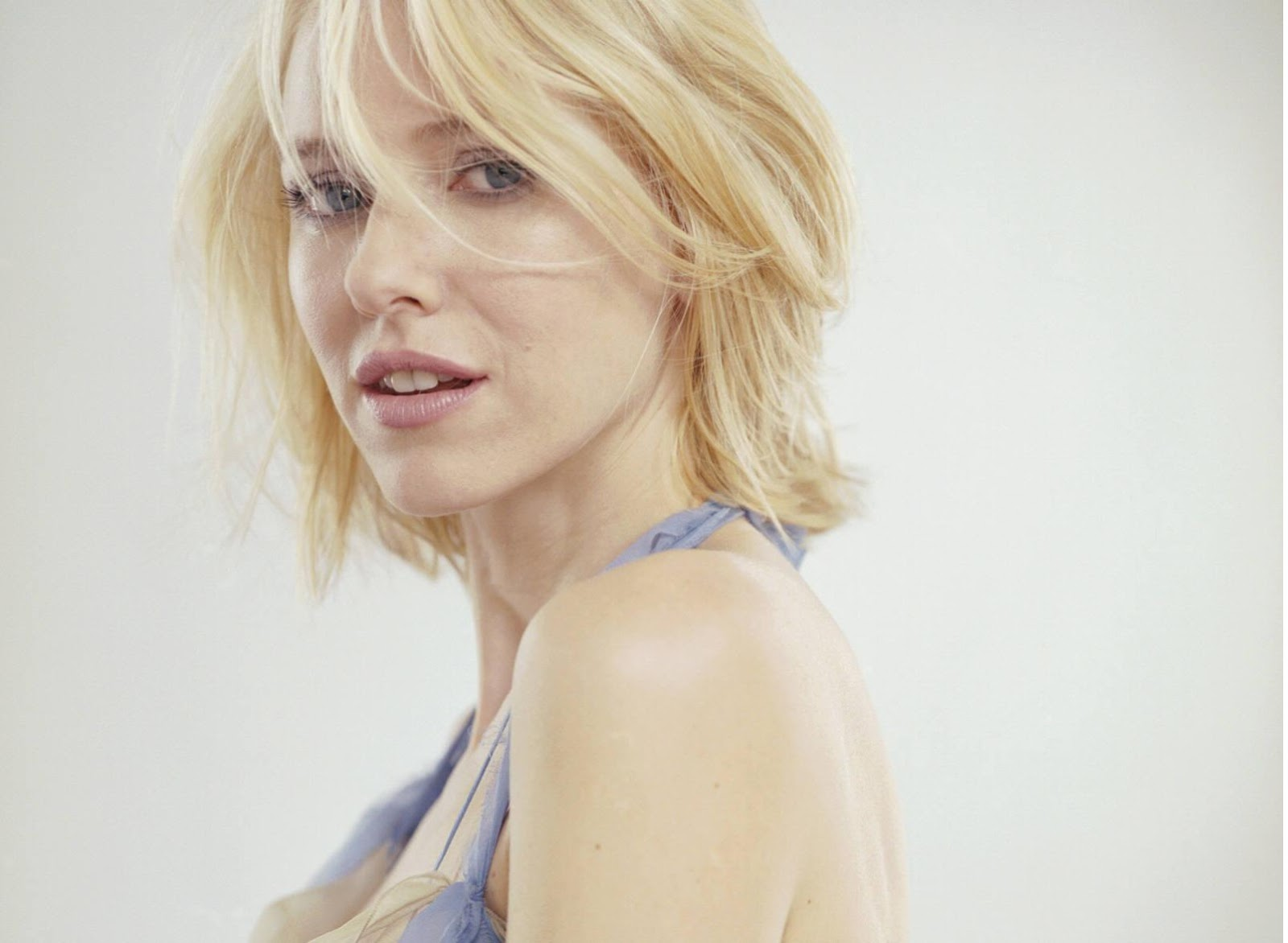 Naomi Watts HD Wallpapers Download Theroyalspeaker 1600x1172