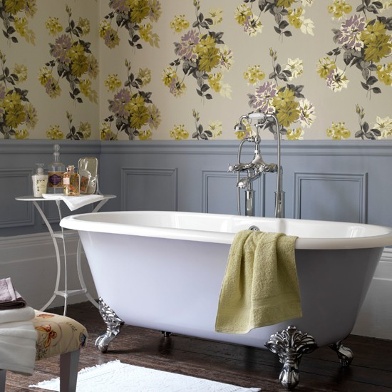 Country style floral bathroom Bathroom wallpapers housetohomeco 550x550