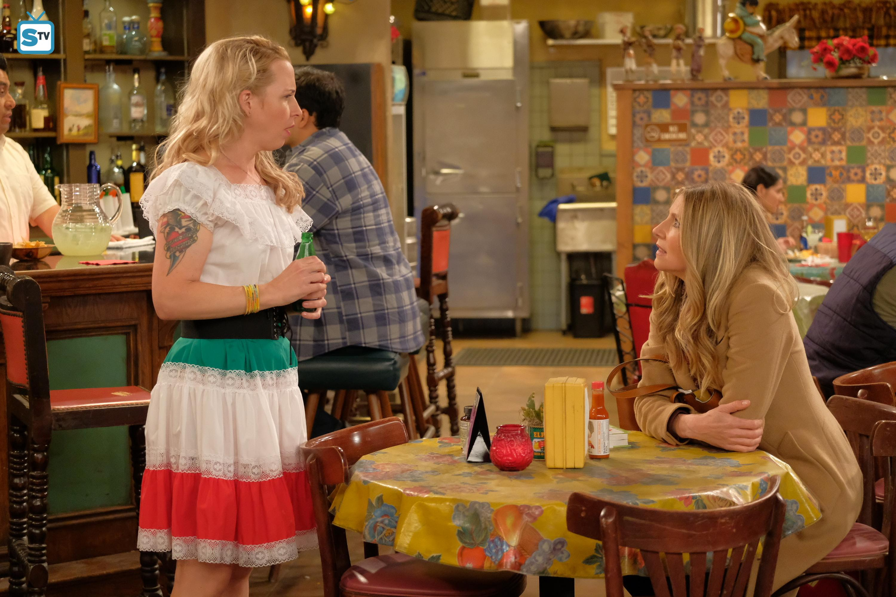 Roseanne images 10x01   Twenty Years to Life   Becky and Andrea HD 3000x2000