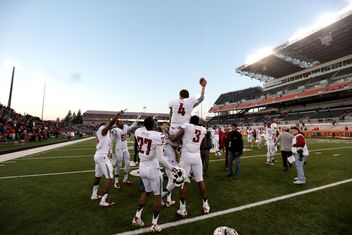 WSU vs Oregon State Luke Falk leads Cougars past Beavers 352x235