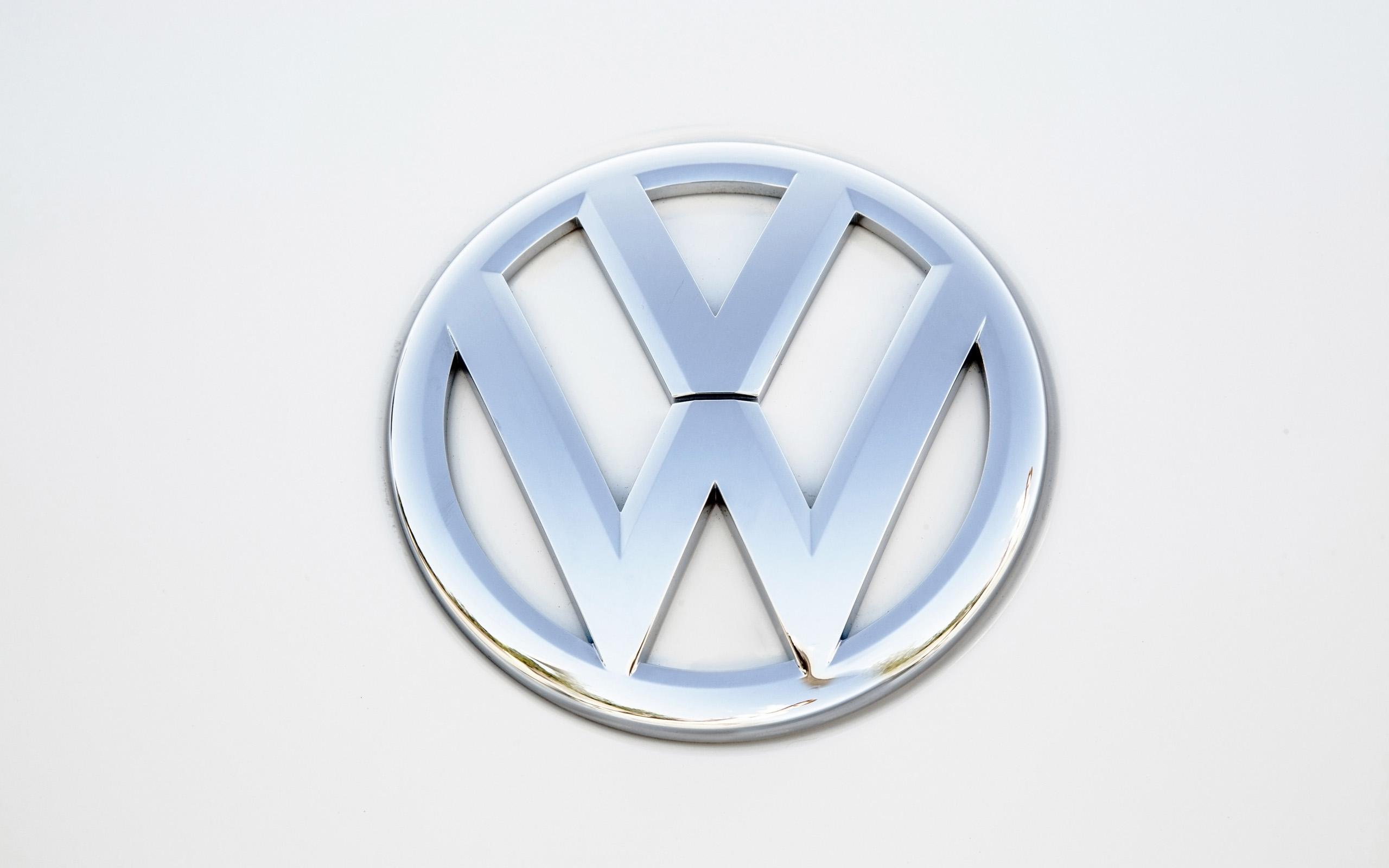 2014 Volkswagen Beetle Convertible logo poster wallpaper 2560x1600 2560x1600