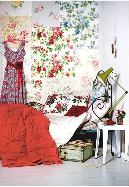 DIY Idea Wall or folding screen using wallpaper samples 434x630