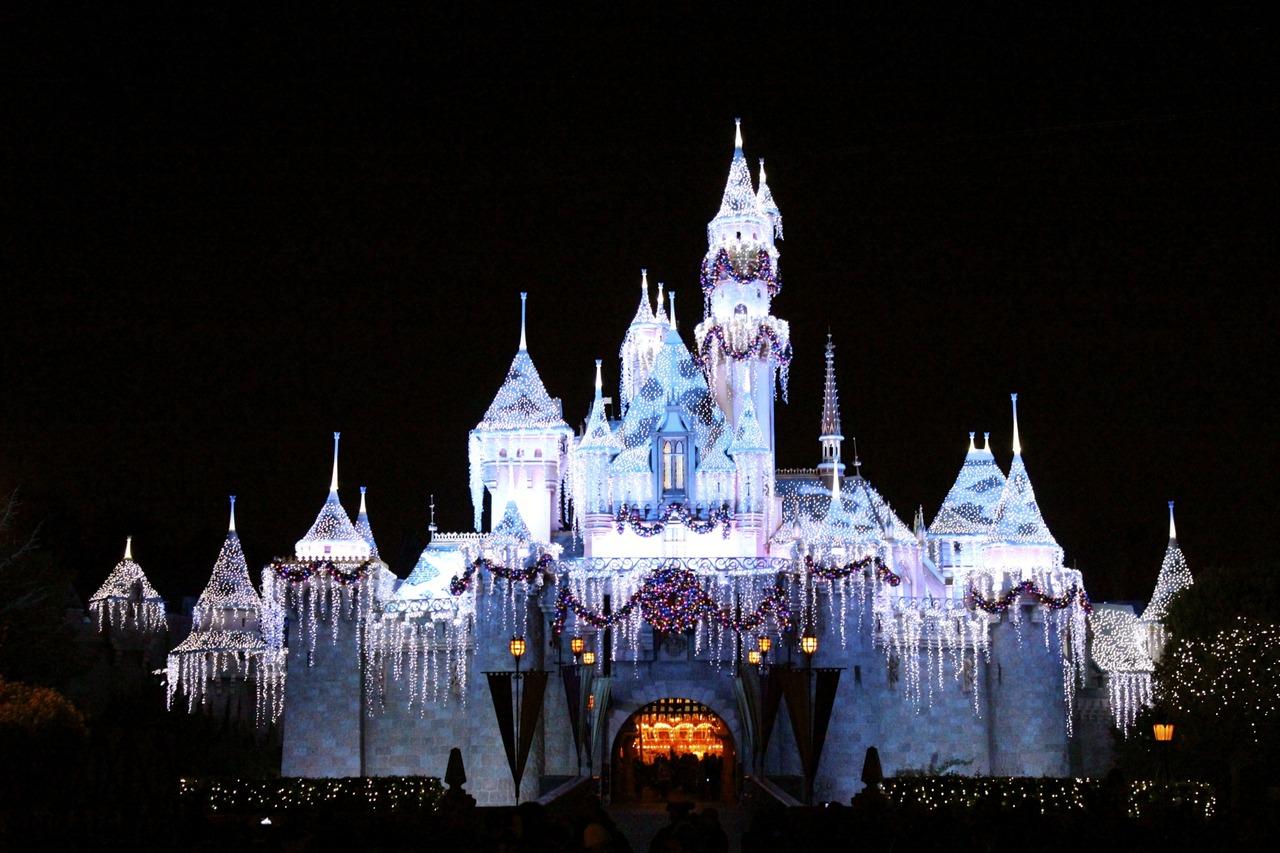 Disney Castle in Christmas Wallpapers Disney Castle in Christmas 1280x853