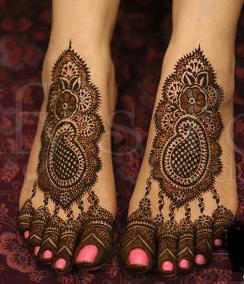 Latest Best Facebook Beautiful Bridal Feet Legs  Mehndi Designs 2015 500x584