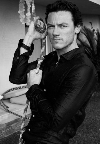 Luke Evans Wallpapers Celebrity Gossips 416x600