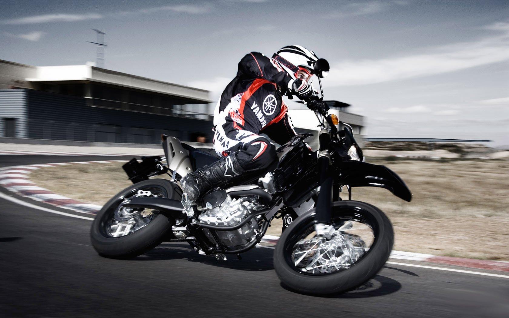 Yamaha Super Moto Hd Wallpaper Wallpapers Maniac 1680x1050