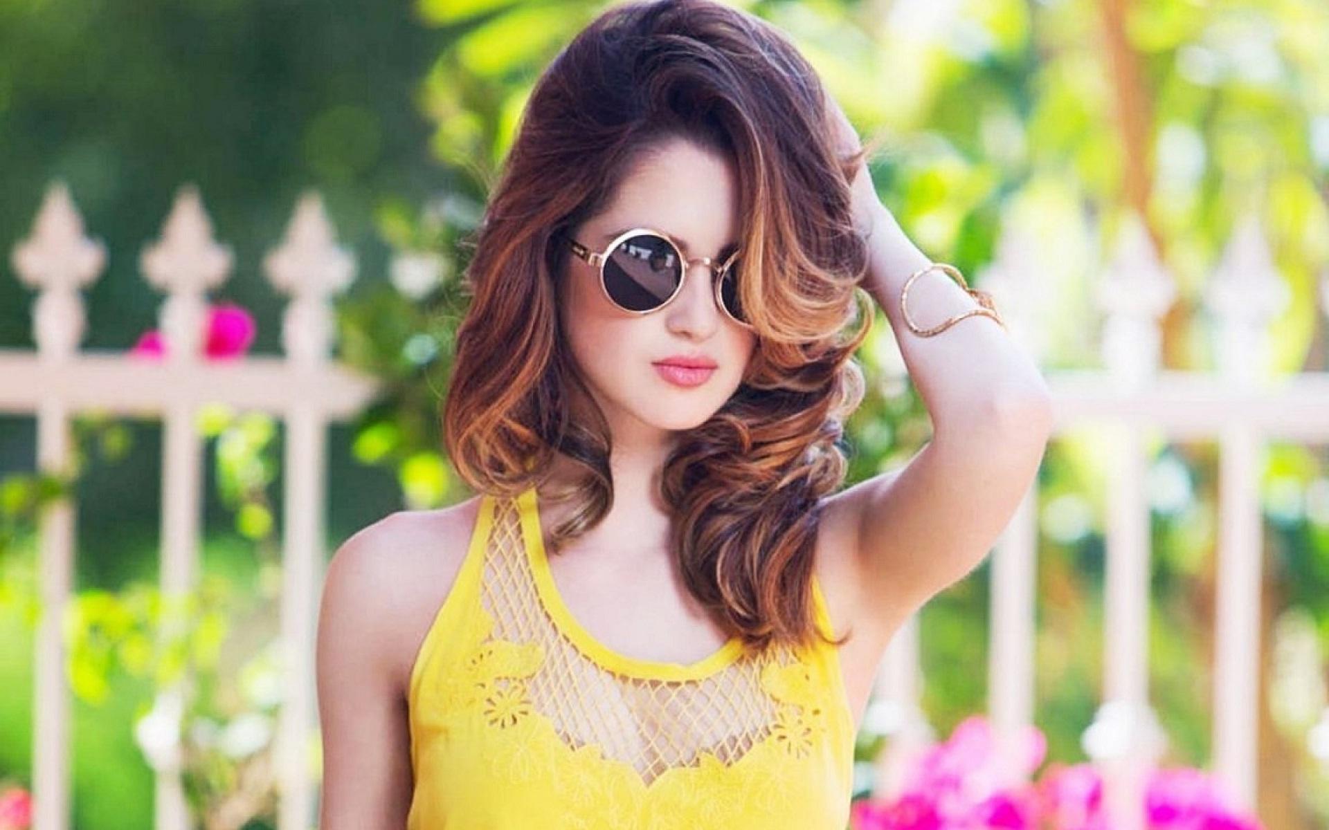 Beautiful stylish girl goggles wear   New hd wallpaperNew 1920x1200