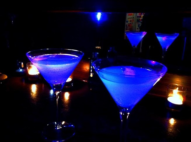 Brighten Up Your Party with These Cool Glow in the Dark Cocktails 654x488