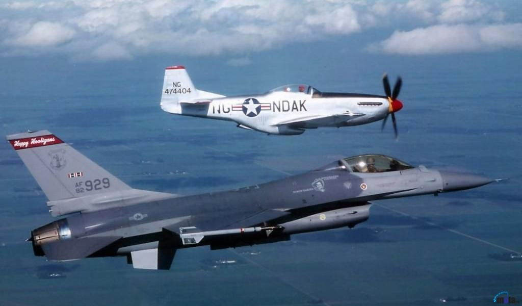 Wallpaper F 16 Fighting Falcon and P 51 Mustang 1024 x 600 Desktop 1024x600