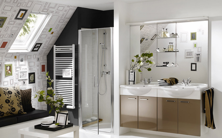 Use wallpaper for bathroom dcor 720x450