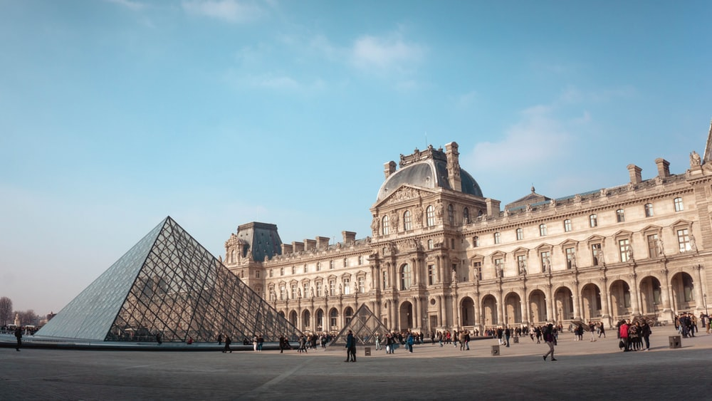 Louvre Pictures [HD] Download Images on Unsplash 1000x563