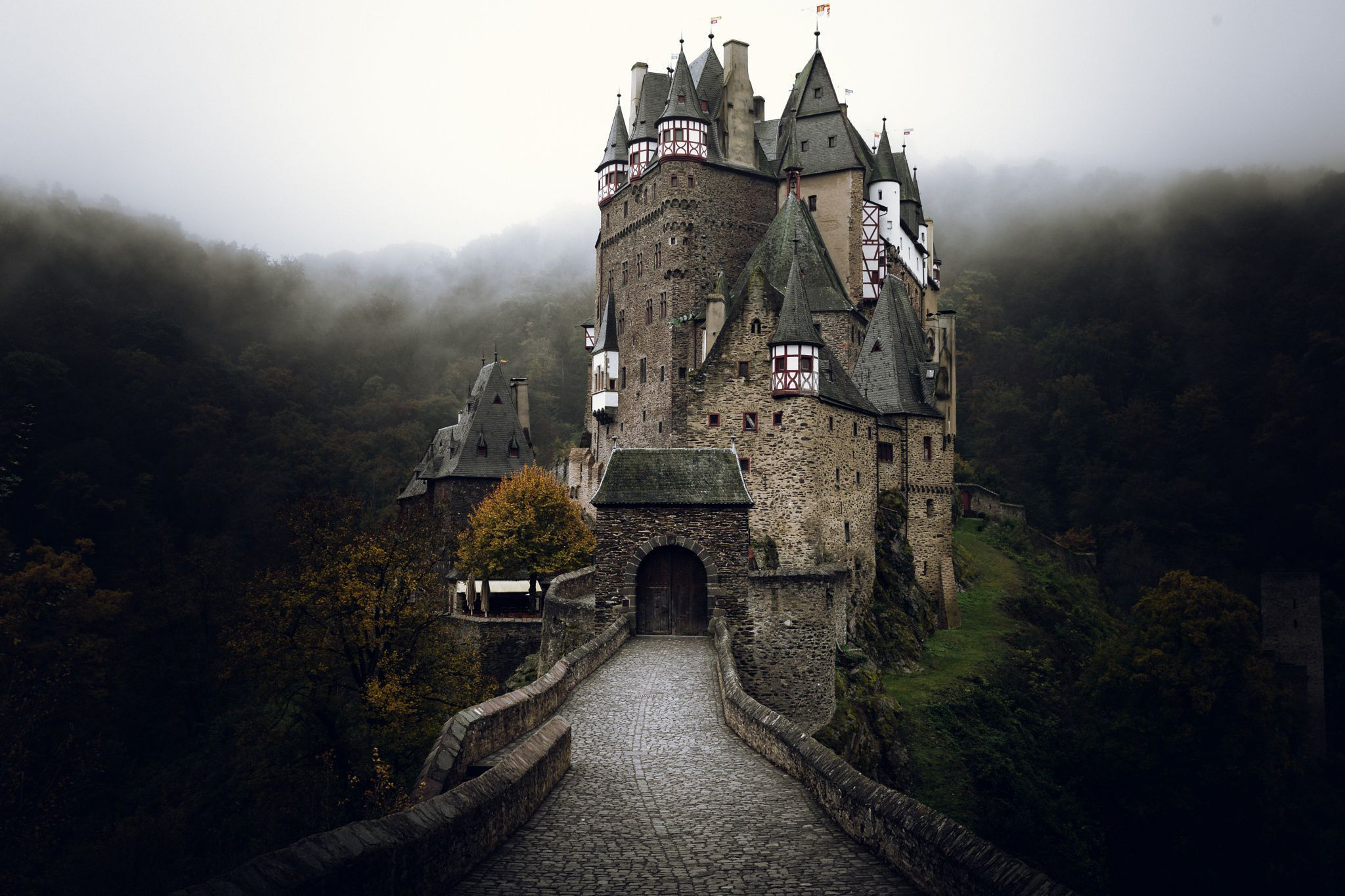 Eltz Castle Wallpapers Backgrounds 2048x1365