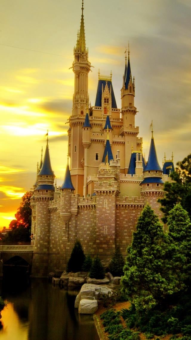 Disney Castle iPhone Wallpaper - WallpaperSafari