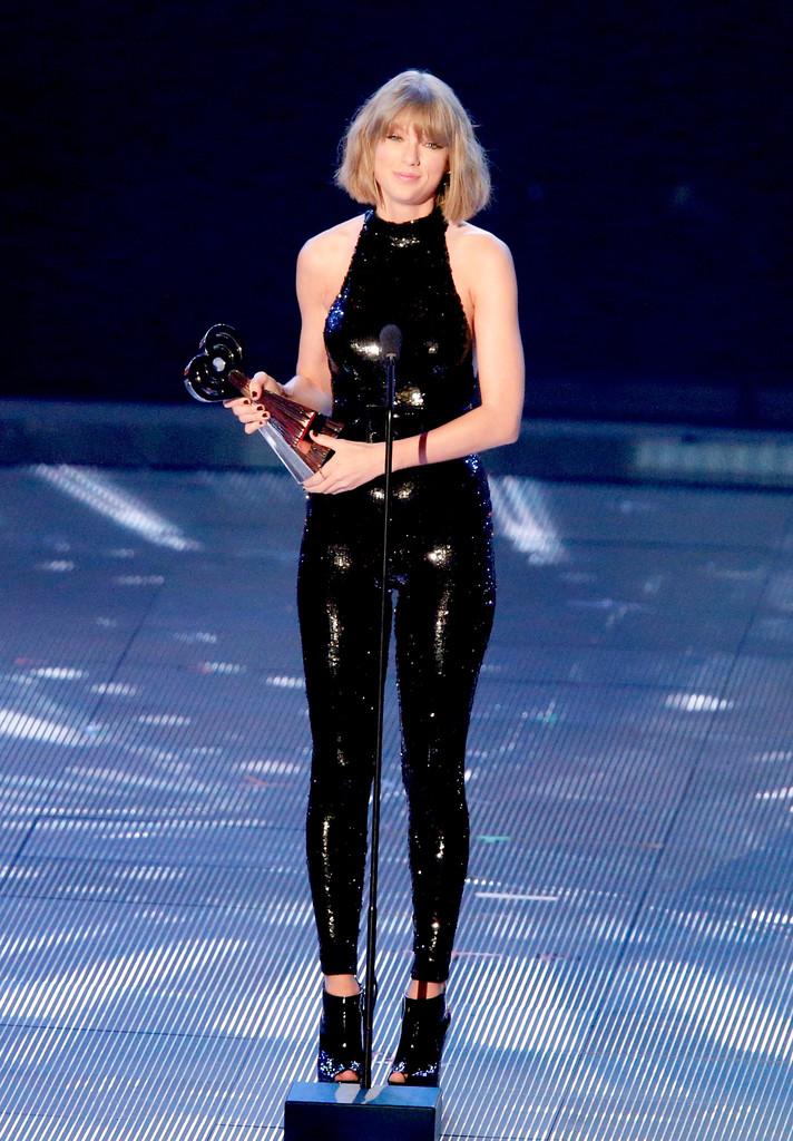 Justin Timberlake Congratulates Taylor Swift on Big Wins 712x1024