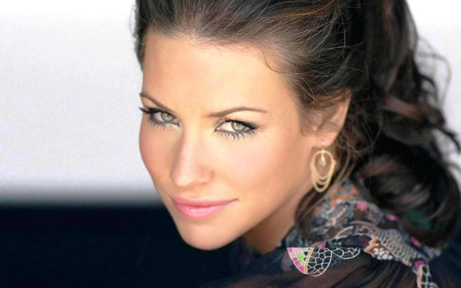Its lifestyle   Evangeline Lilly Hot HD Wallpapers 2015 1600x1000