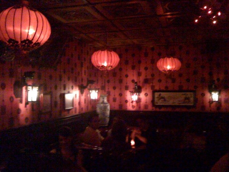 Red wallpaper w black velvet design red Chinese lanterns booth area 800x600