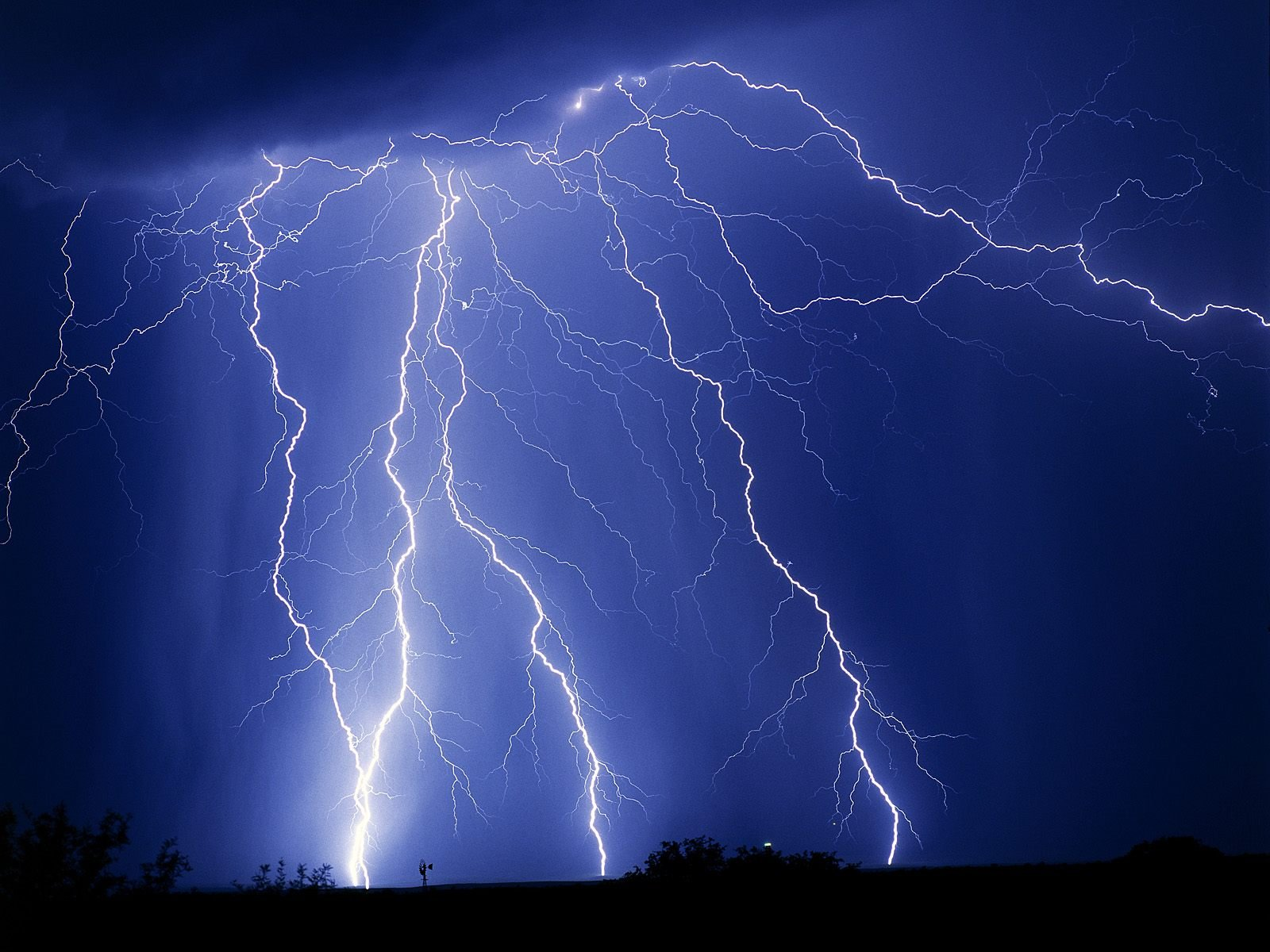 Multiple Strikes   Weather Wallpaper Image featuring Lightning 1600x1200