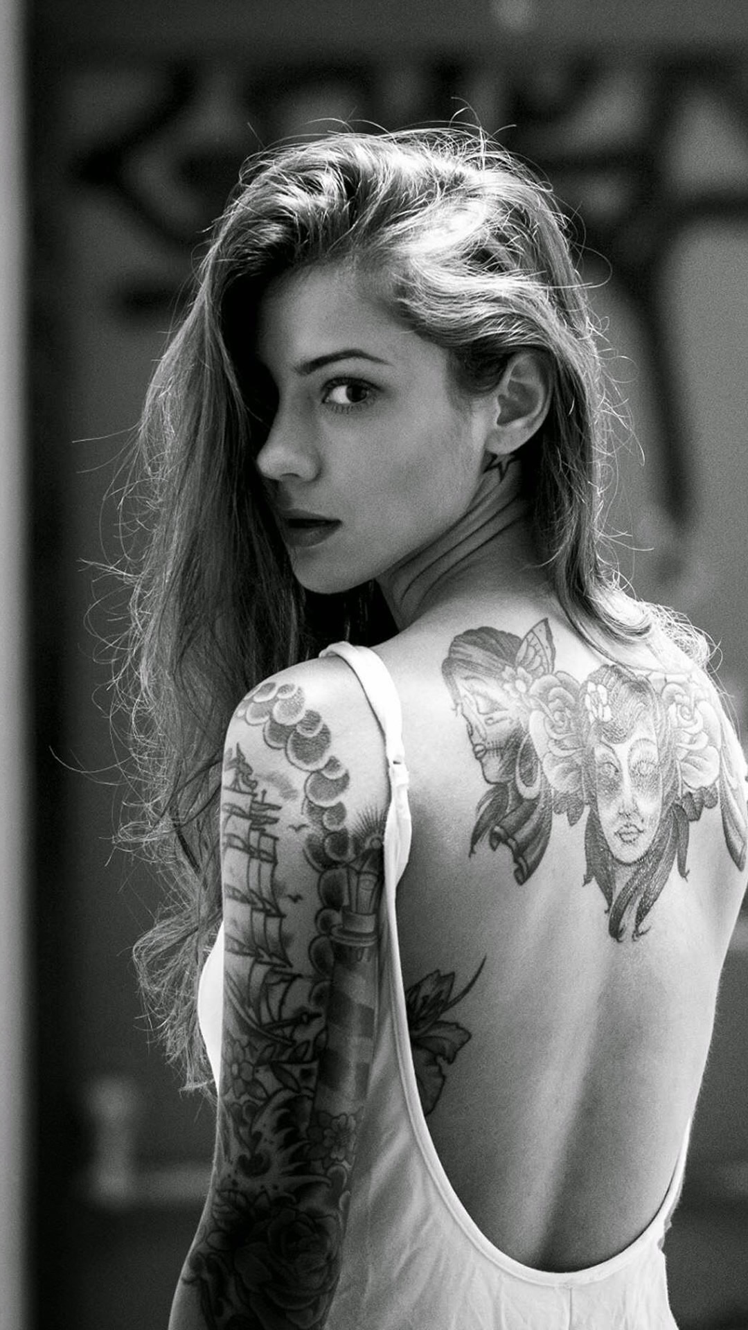 Tattoo girl iphone wallpaper wallpapersafari for Woman with tattoos