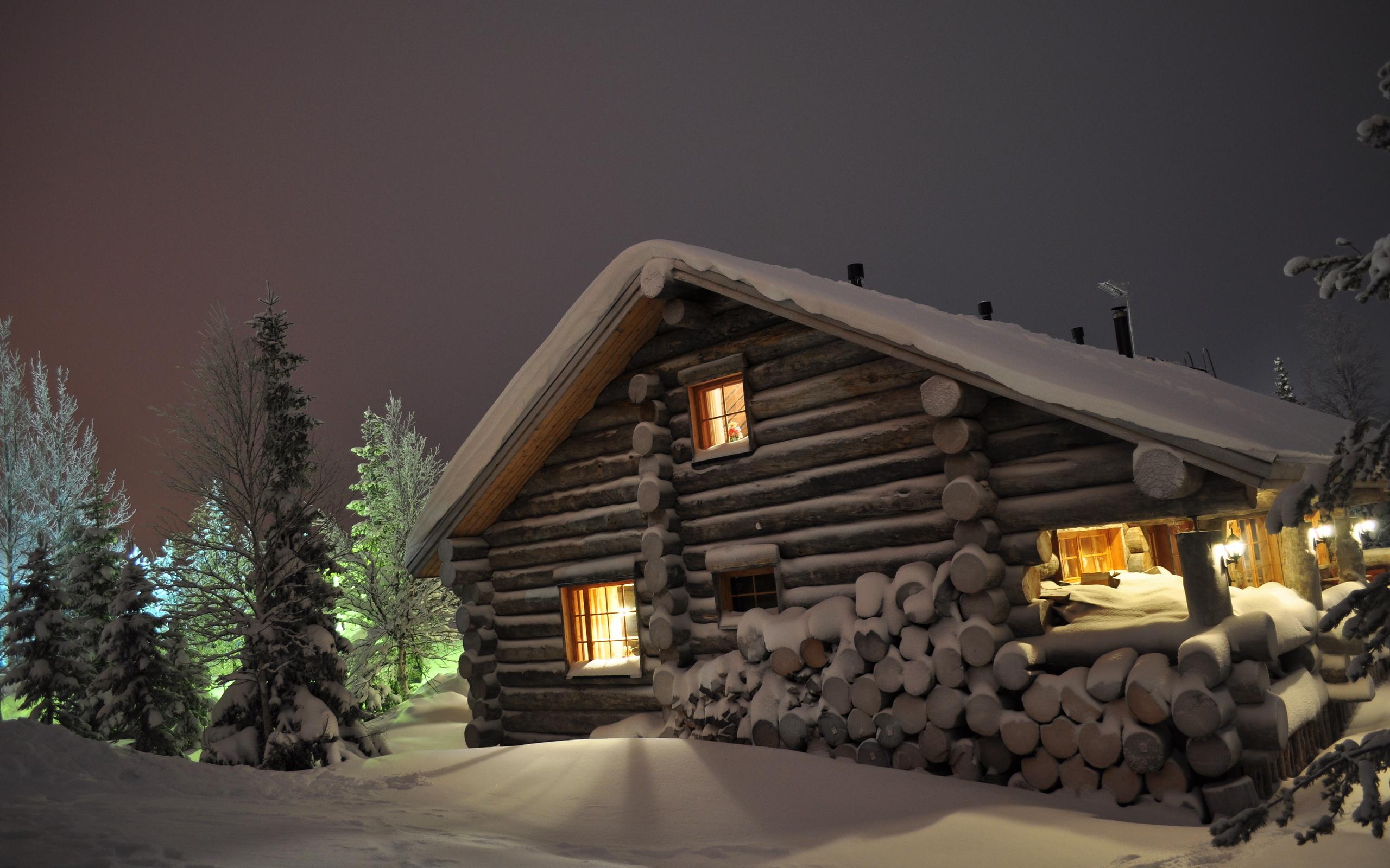 Download Wallpaper winter snow drifts log cabin wood night eating 2560x1600