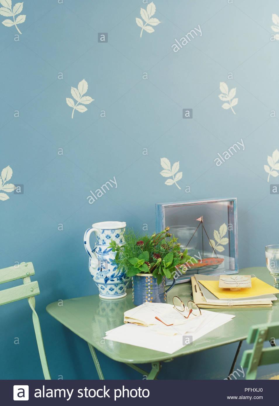 Patterened Wallpaper Stock Photos Patterened Wallpaper Stock 955x1390