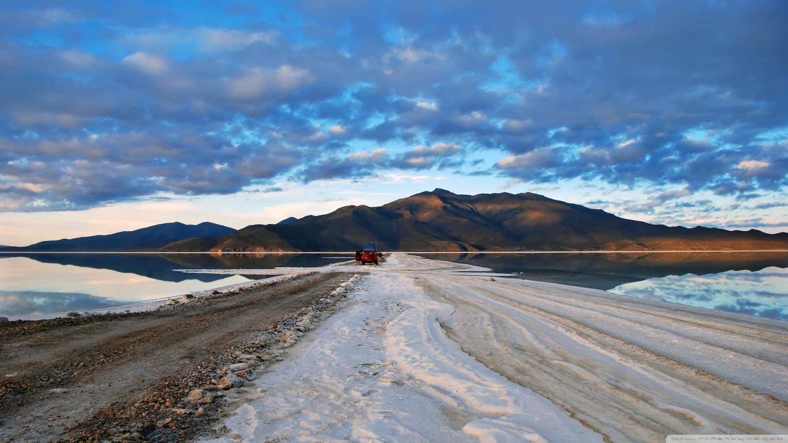 Salar De Uyuni Salt Desert Bolivia 4K HD Desktop Wallpaper for 1600x900