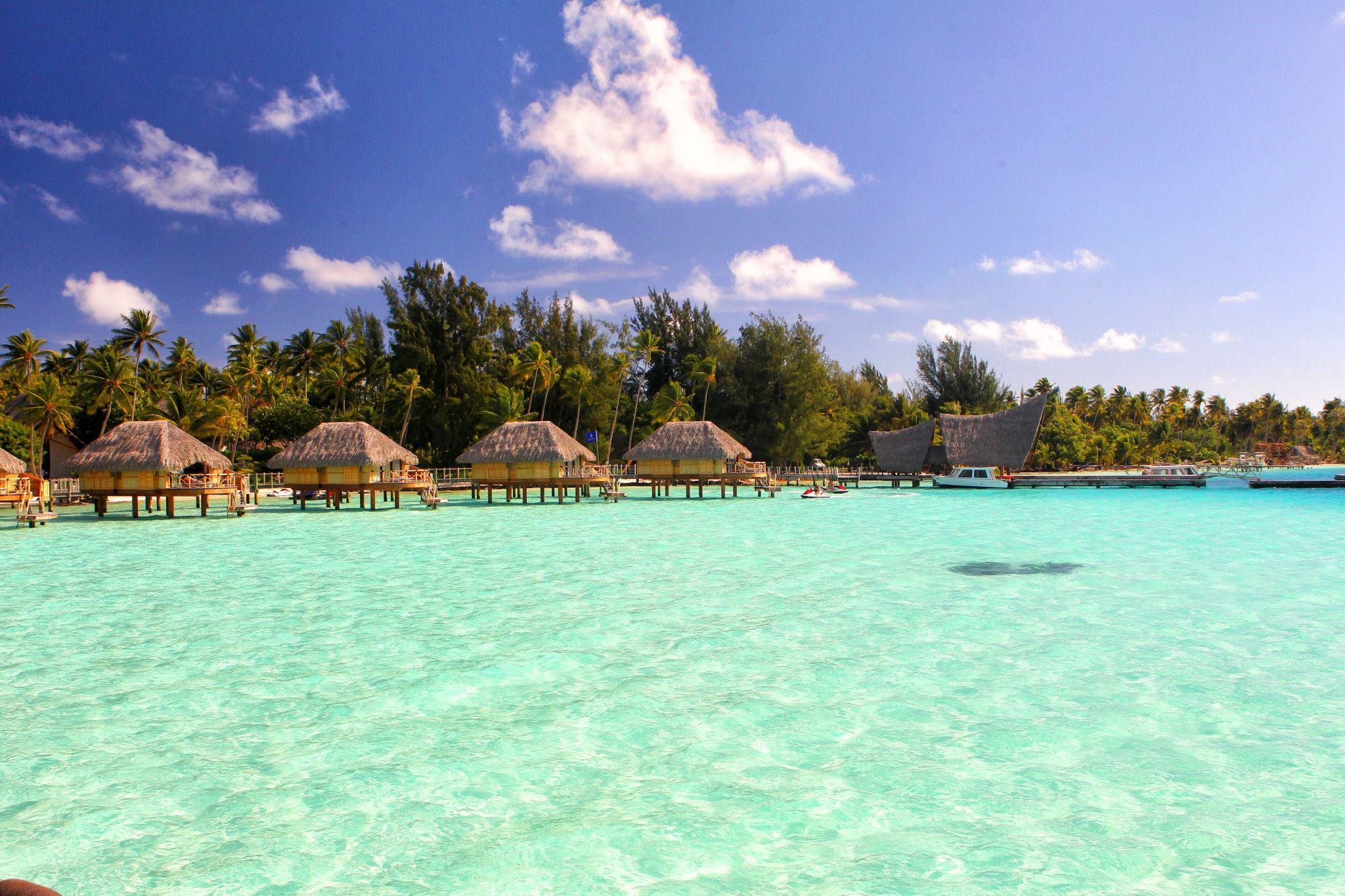 Magnificent Bora Bora Green Blue Lagoon Hd Wallpaper Wallpaper List 2048x1366