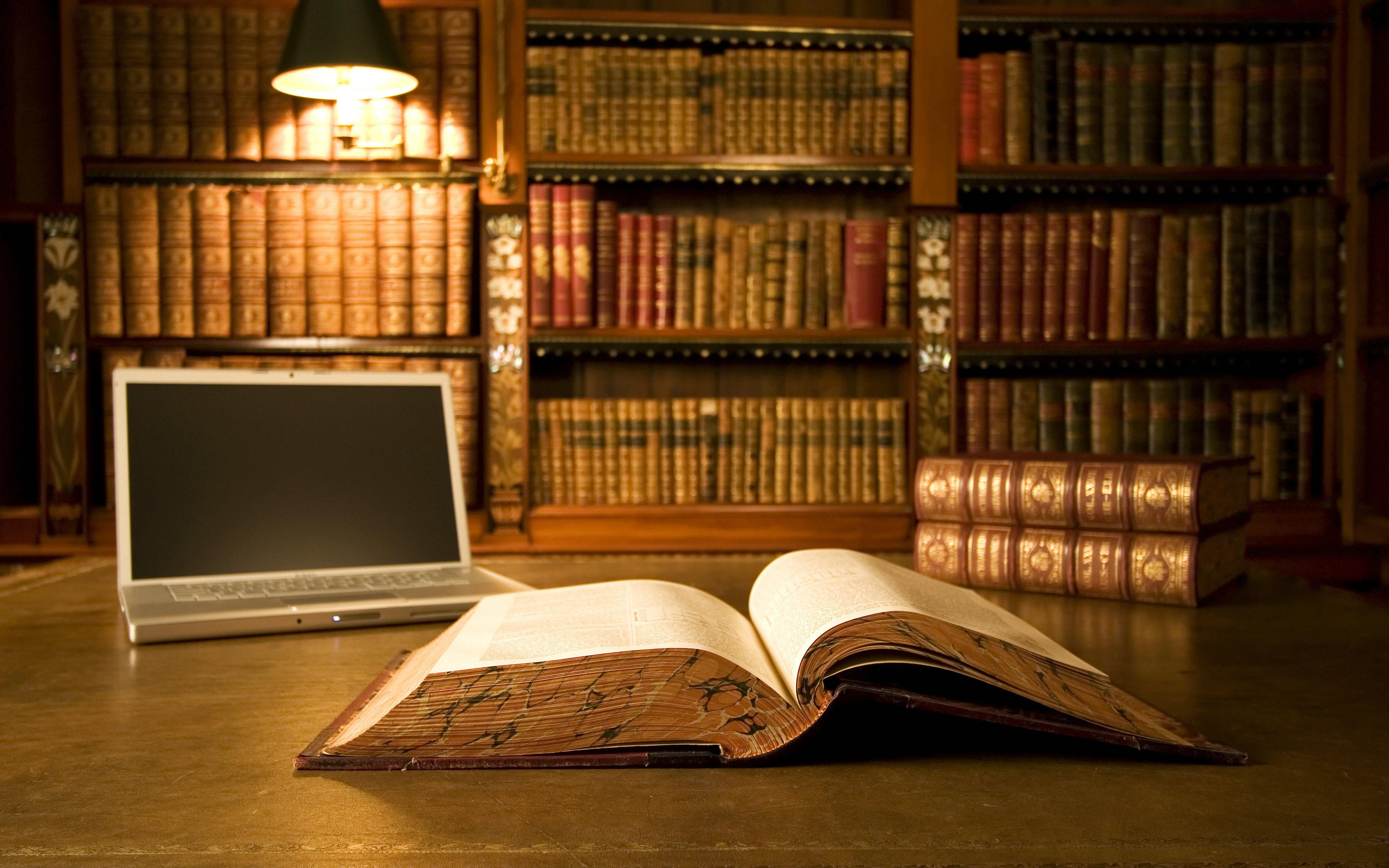 Фото ноутбуки библиотека книга вблизи.