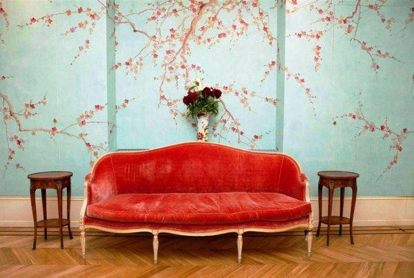 Salon de design minimaliste et papier peint aux couleurs sobres 600x402