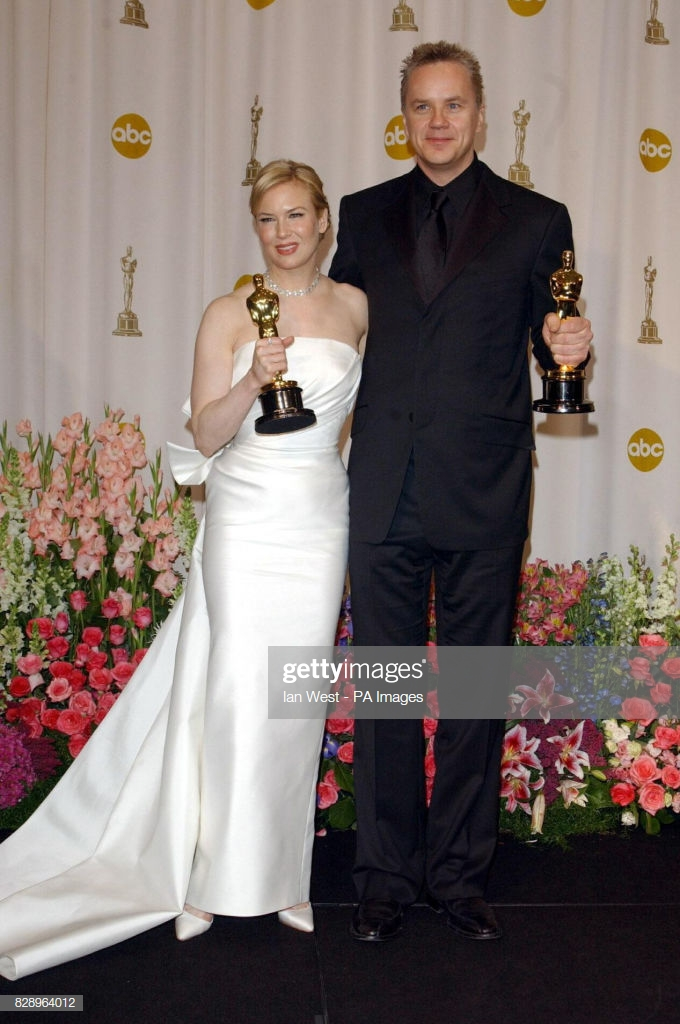 Renee Zellweger with her Best Supporting Actress Oscar and Tim 680x1024