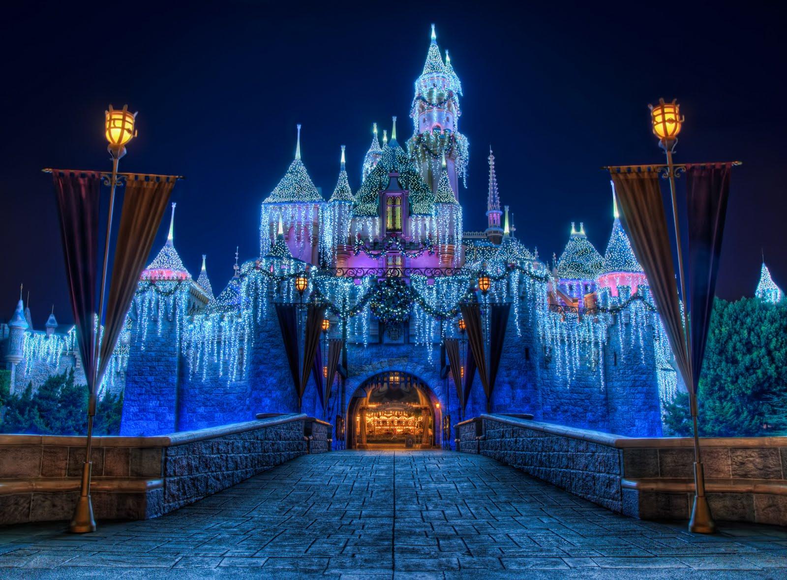 Image   Disneyland Christmas Castlejpg   DisneyWiki 1600x1179