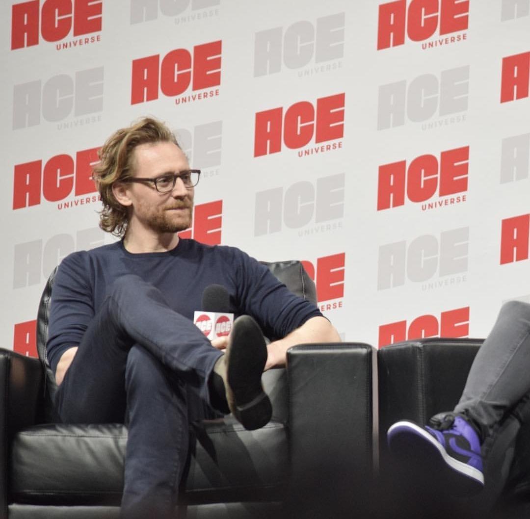 Tom Hiddleston images Tom Ace Comic Con Arizona January 13 2019 1080x1058