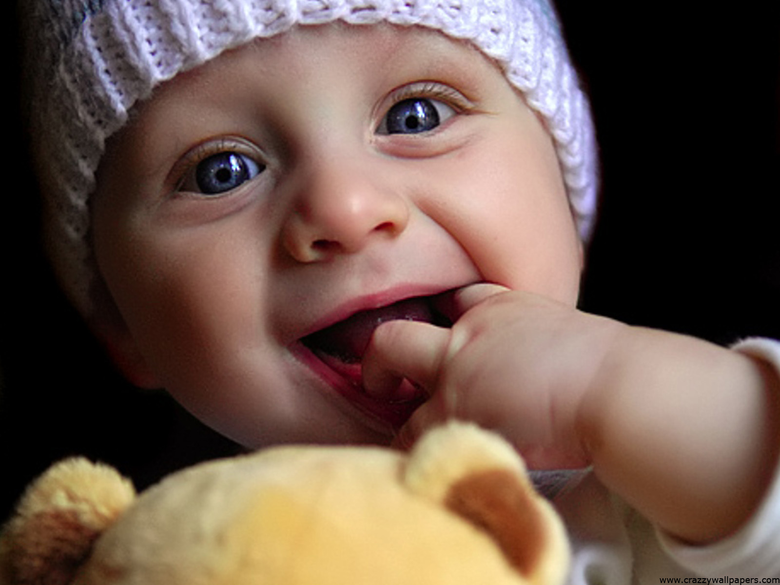 Cute baby playing doll Wallpapers HD Wallpapers 1600x1200