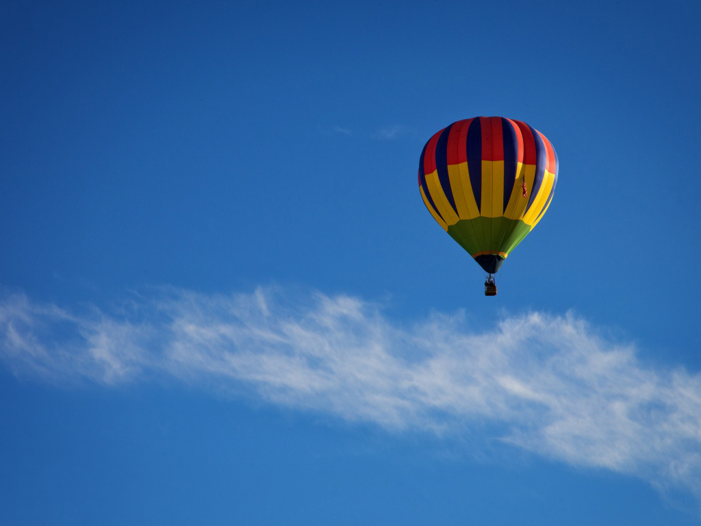 Colorful Hot Air Balloon in the Blue Sky Wallpaper HD Desktop 1024x768