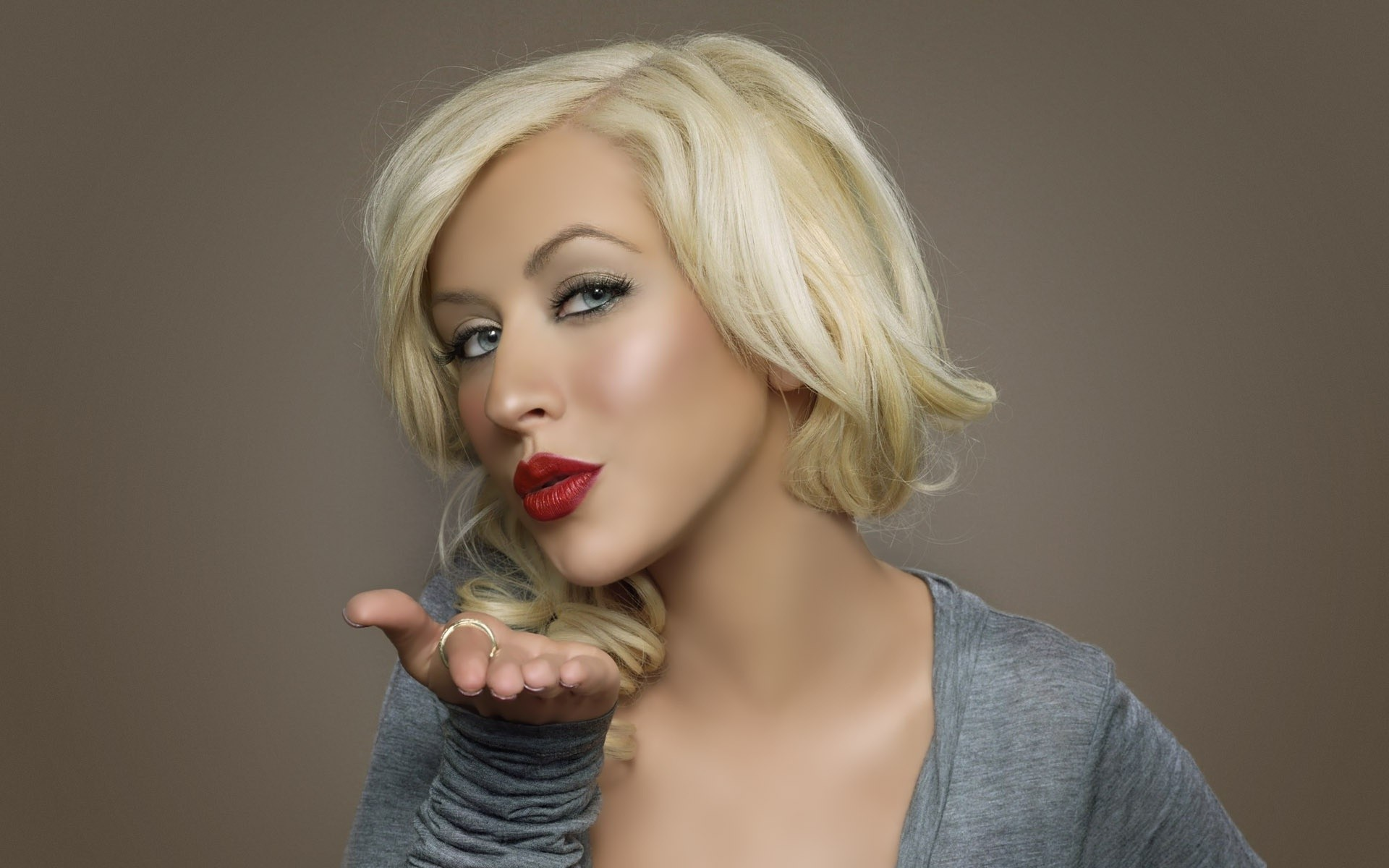 Christina Aguilera Kiss Celebrity HD Wallpaper 4648 HD Wallpaper 1920x1200