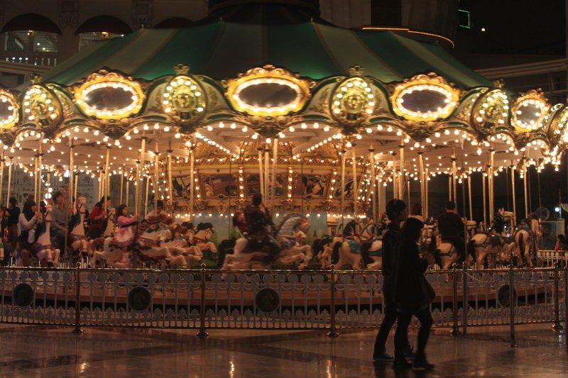 Merry Go Round Lotte World Photo 800x533