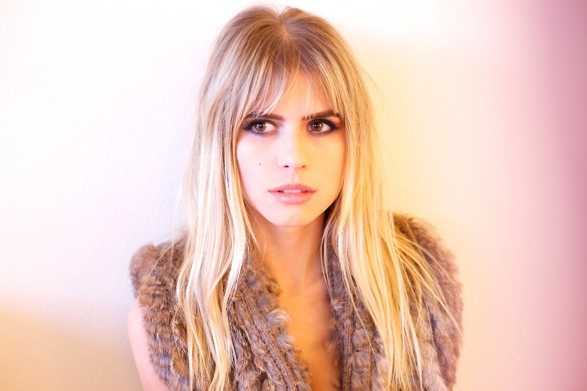 women Blonde Looking Away Face Carlson Young Actress 2304x1536