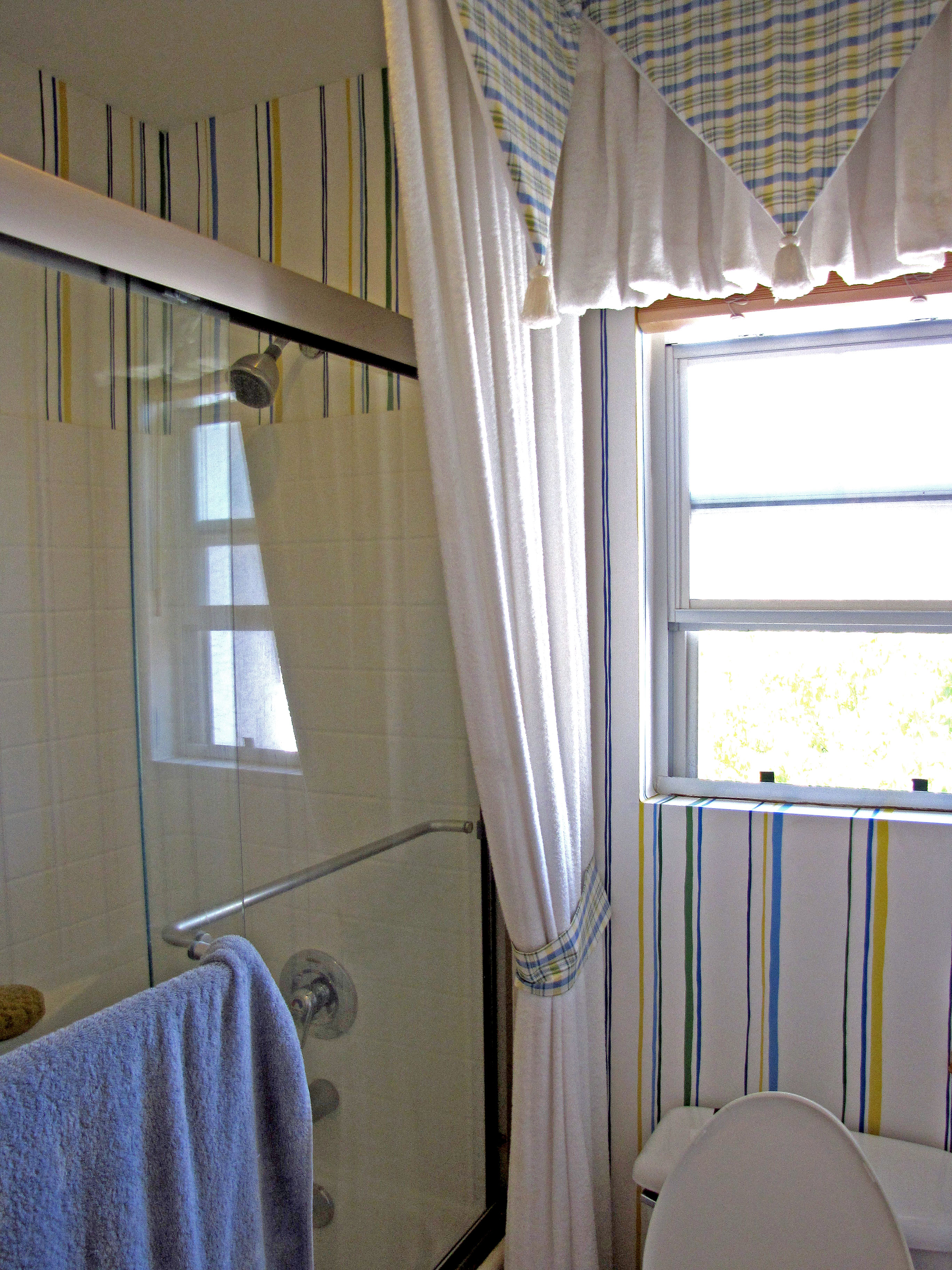 bathroom wallpaper 2736x3648