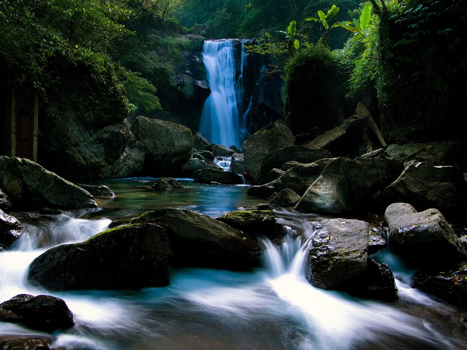 waterfall wallpaper waterfalls nature wallpaper 1600 1200 1402jpg 1600x1200