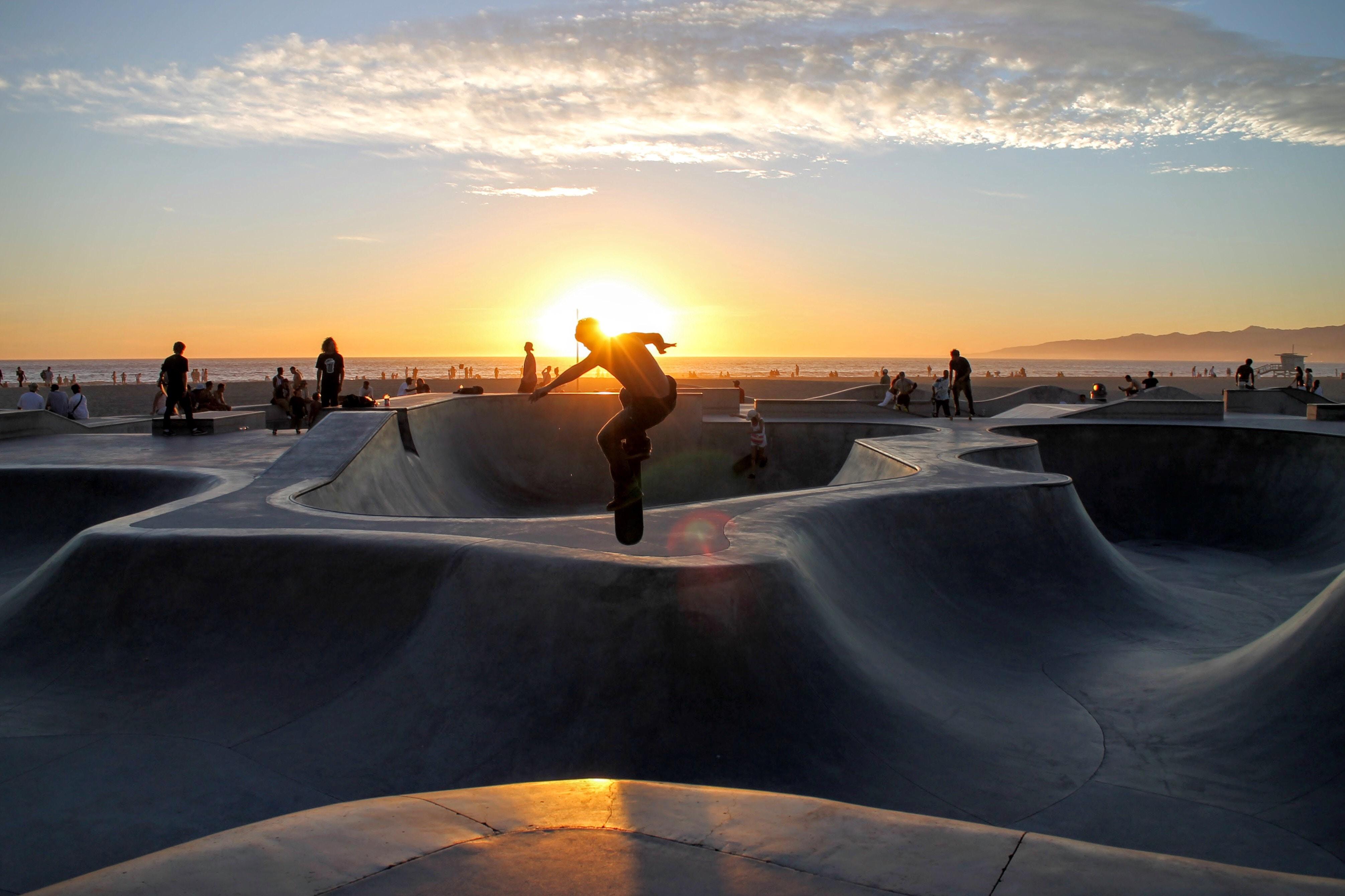 5403736 4022x2681 spin jump skaeboard cloud skateboarding 4022x2681