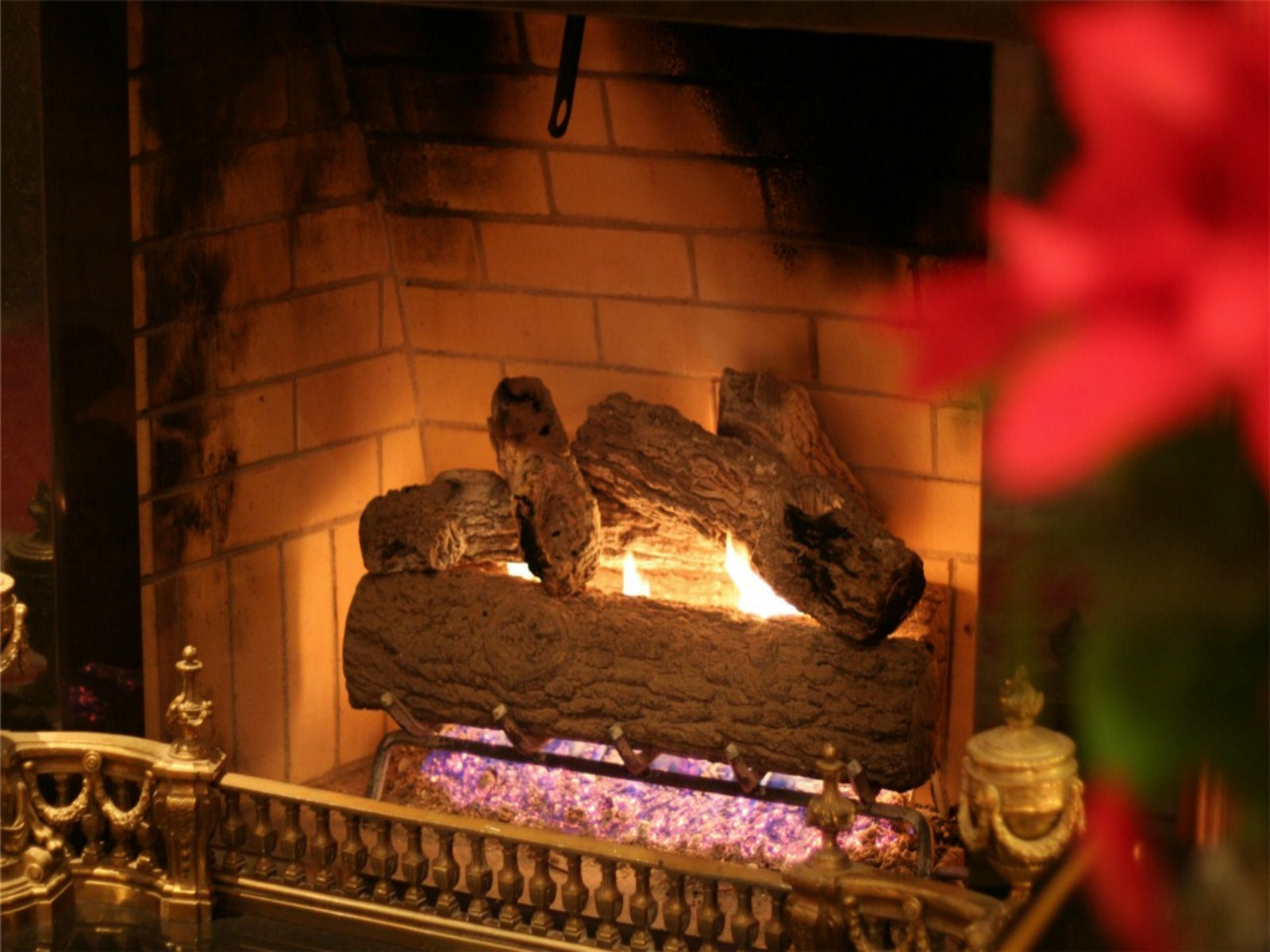 Live Fireplace Wallpaper For Pc Christmas Fireplace Wallpaper 1600x1200