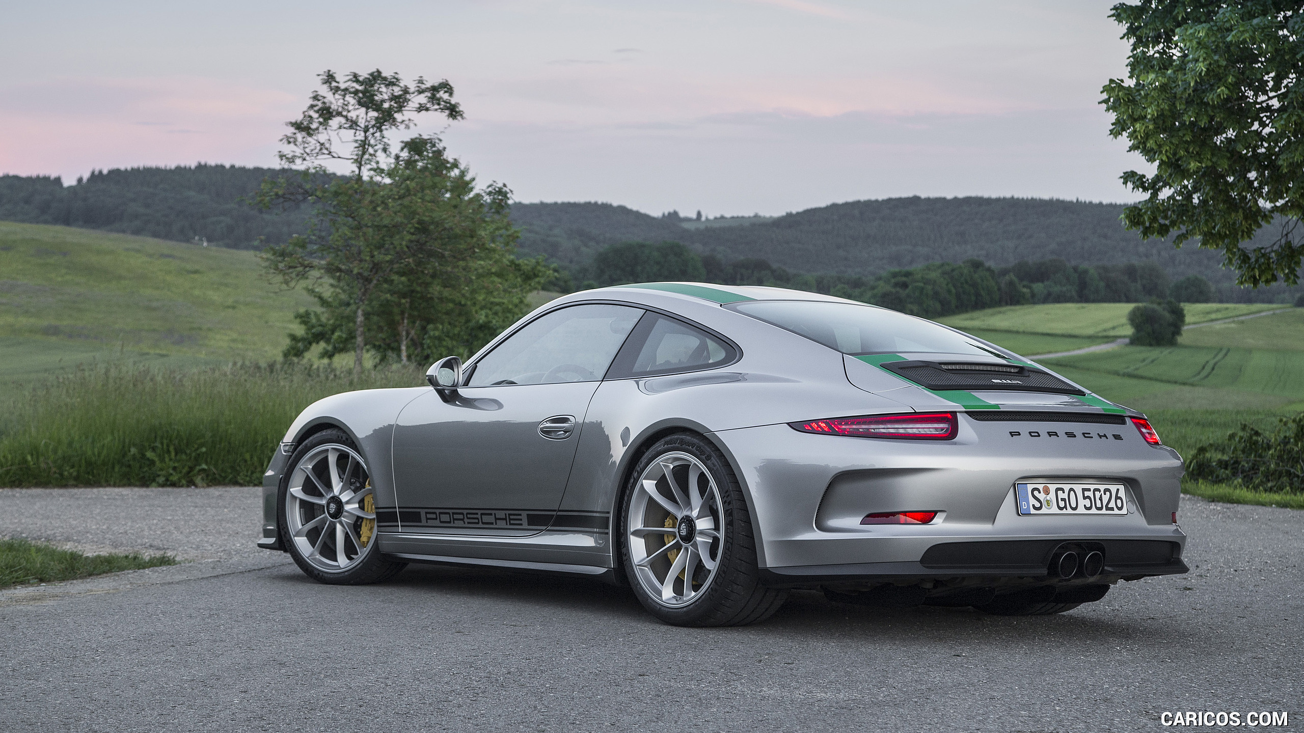 2017 Porsche 911 R Grey   Rear Three Quarter HD 2560x1440