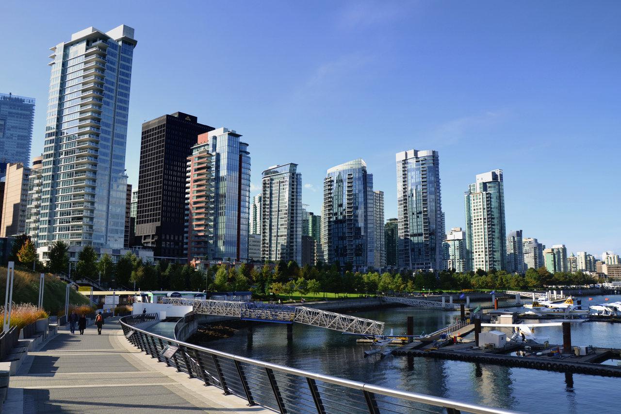 Vancouvers Skyline by dunkeltoy 1280x853