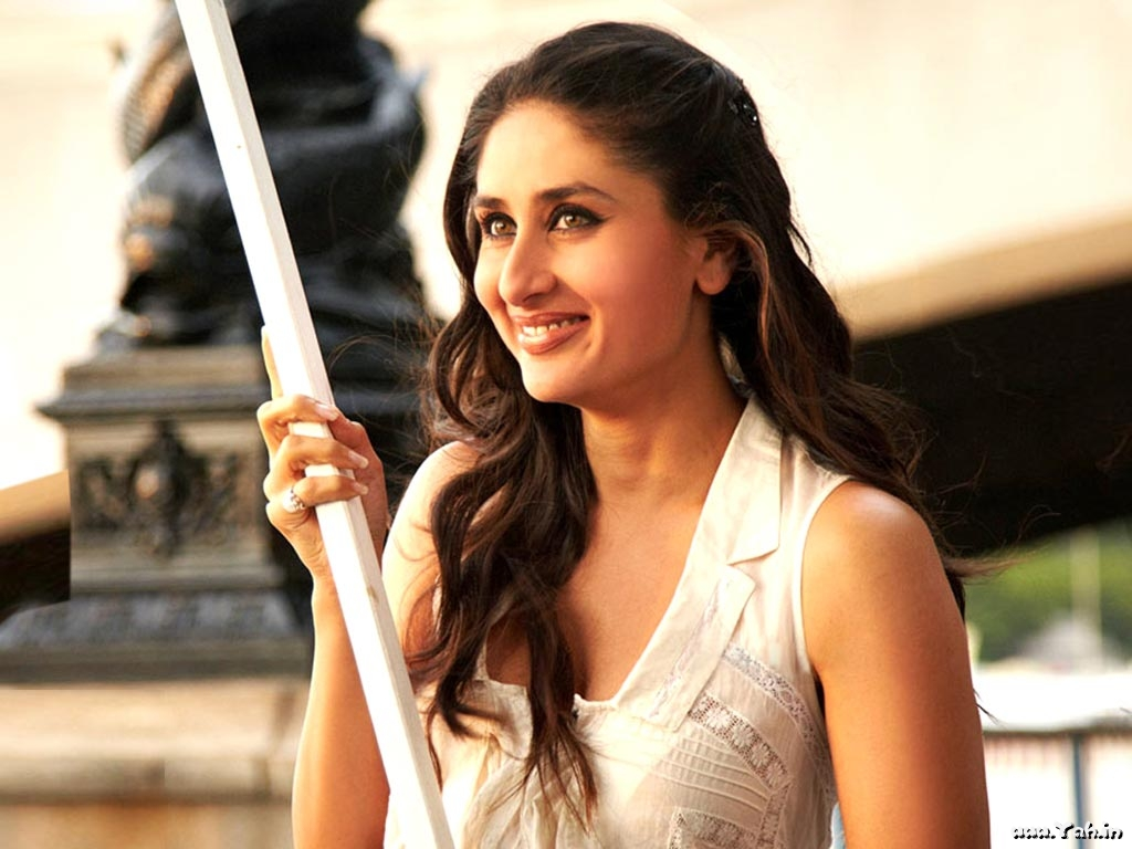 Kapoor Bollywood Actress Wallpapers SantaBanta Hungama Wallpapers 1024x768