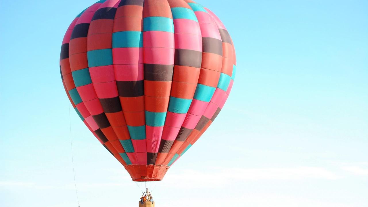 1280x720 Colored Hot Air Balloon desktop PC and Mac wallpaper 1280x720