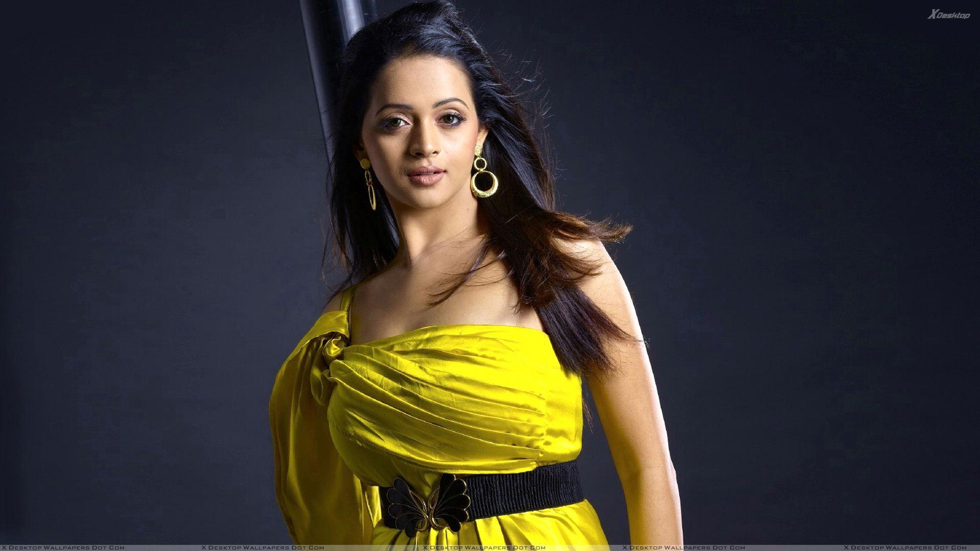 Bhavana In Yellow Dress Beautiful Looking Photoshoot Wallpaper 1920x1080